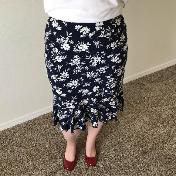 American Living Dresses & Skirts - American Living Navy & White Floral Skirt
